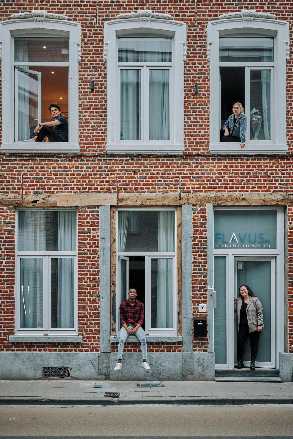 Studenten op kot in quarantaine. Boven: Michael Roskams en Lise-Lore Vanstechelman. Onder: Stéphan Tanganagba en Elise Van Hummelen.  Beeld Thomas Sweertvaegher
