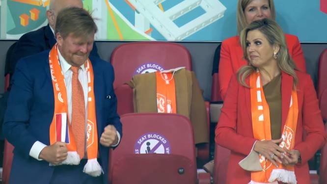 Dolle vreugde op de tribune: koning Willem-Alexander supportert voor Oranje