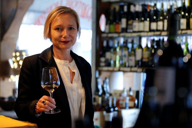 De Franse oenoloog Sophie Pallas raakte door corona tijdelijk haar smaak- en reukvermogen kwijt. Beeld Reuters