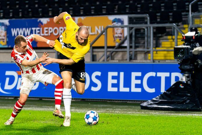 Anco Jansen vecht zich los van oud-NAC-speler Olivier Rommens