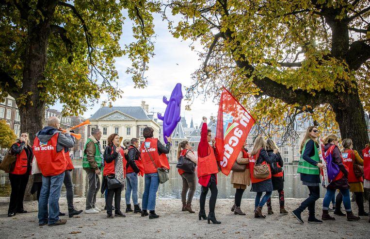 Conflict tussen Rijk en gemeenten over jeugdzorgtekorten escaleert, unieke arbitrage is laatste redmiddel. 'We moeten nu een grens trekken' - Volkskrant