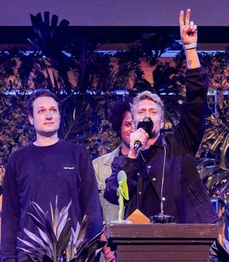 Duizend toeschouwers zien Chef'Special als grote winnaar uit de bus komen bij 3FM Awards