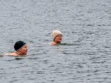 Claudine (52) werd met ijszwemmen ziekte van Lyme de baas: 'En ik viel 12 kilo af'
