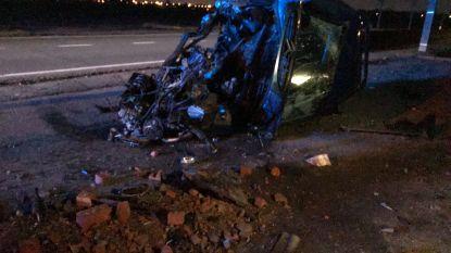 Slechts gebroken vingers en pols na zware crash: 18-jarige heeft goede engelbewaarder