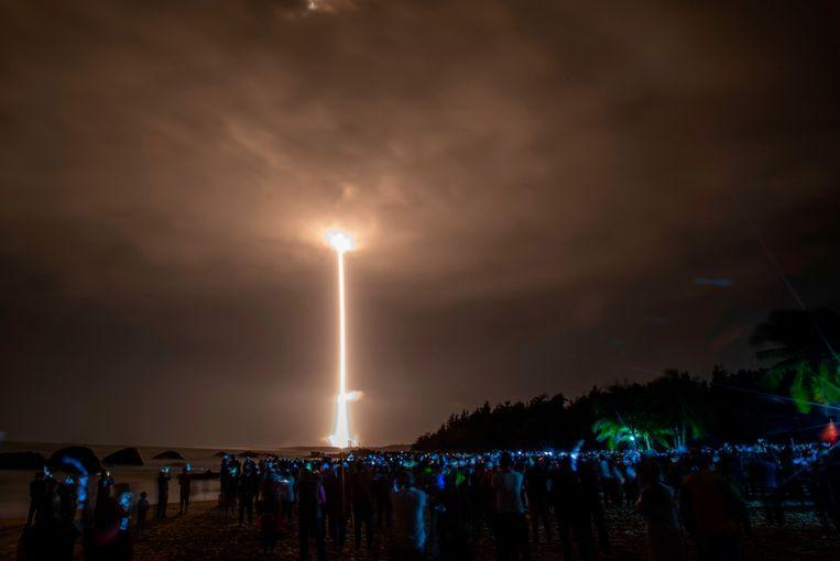 Raket Chang'e-5 wordt gelanceerd op het Wenchang Space Center. Beeld AFP