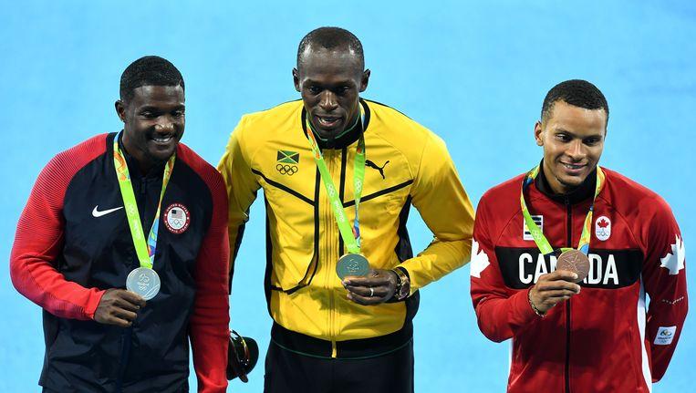 Het podium van de 100 meter op de Spelen in Rio: zilveren Gatlin, gouden Bolt en bronzen De Grasse. Beeld AFP
