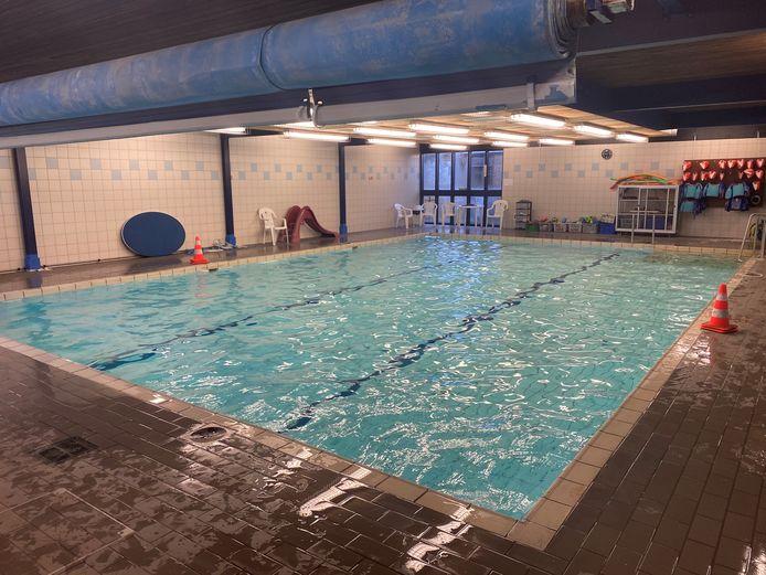 Het zwembad van 12,5 meter op 7 meter in de Koekoekstraat dateert uit de jaren '70. Het stadsbestuur wil hier klaslokalen onderbrengen.