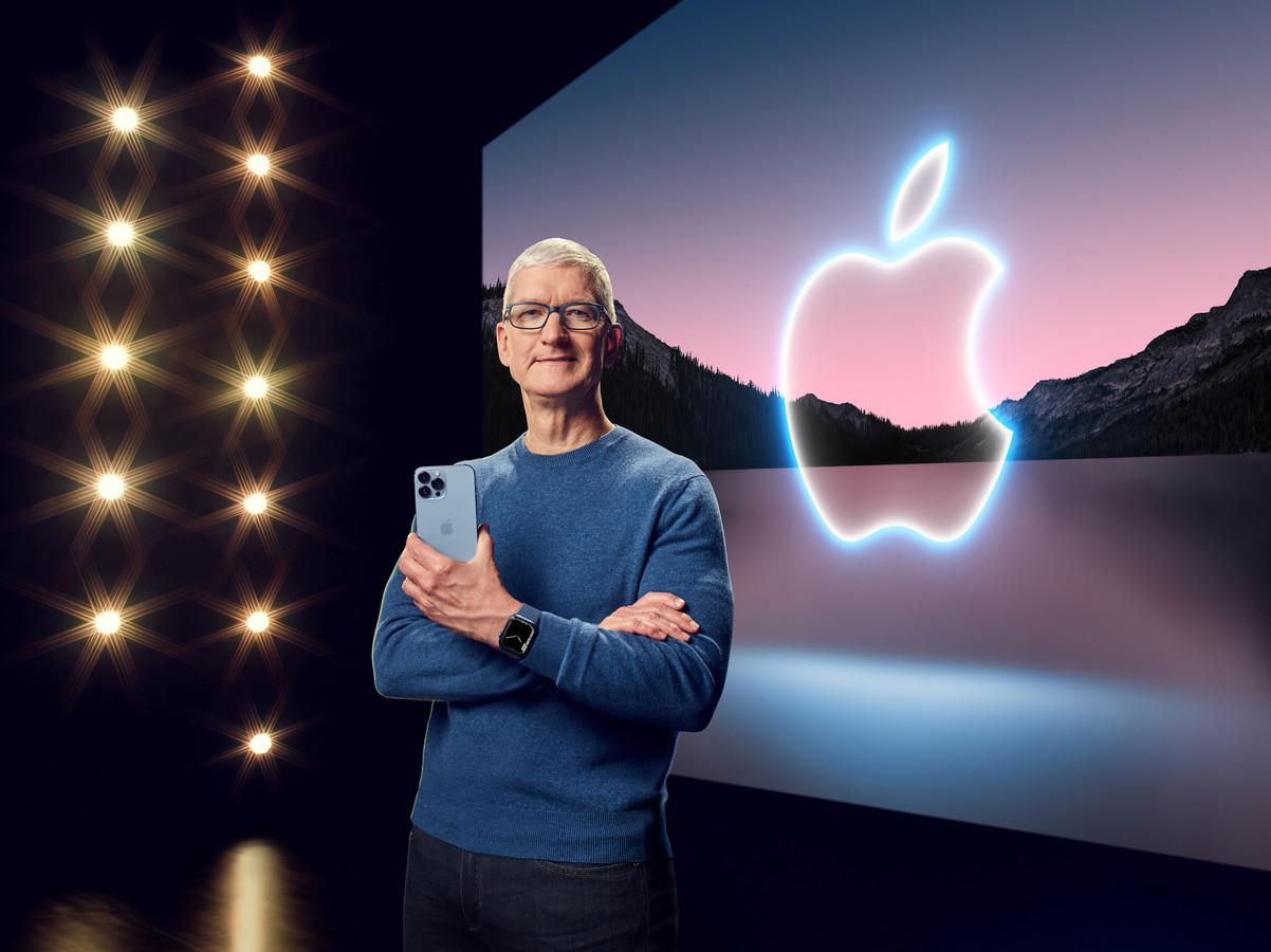 Apple-CEO Tim Cook praatte de verschillende elementen van de Keynote aan elkaar, terwijl verschillende productmanagers verdere toelichting gaven bij de individuele Apple-producten.