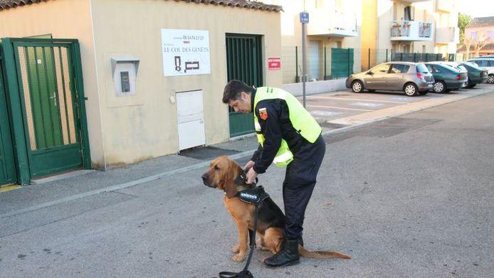 Jupiter met zijn baasje bij de politie, Bruno Mourier.