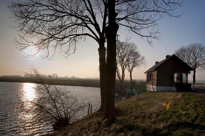 Het gemaal aan de Noordwendigedijk stamt uit 1936 en wordt gebruikt voor de ontwatering van de polder Kamperveen. foto Freddy Schinkel