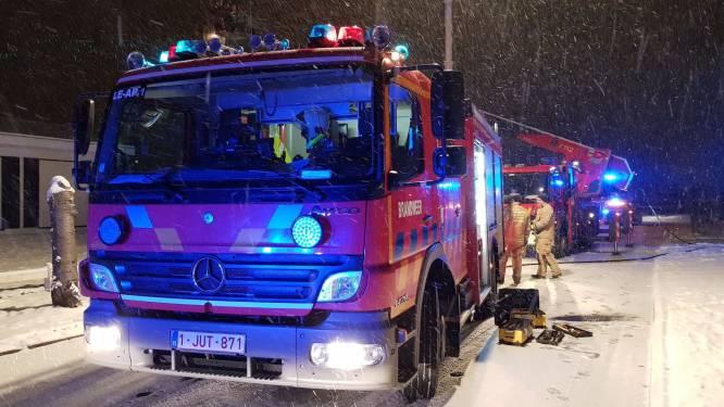 Sneeuw houdt brandweer niet binnen: schouwbrand in Dr. E. Rubbenslaan