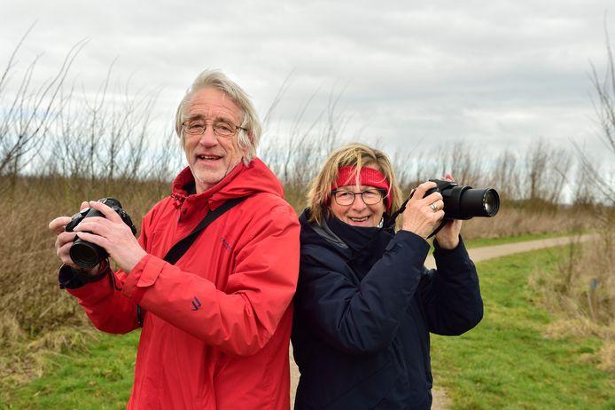 """De ervaren vogelaars Sjaak van Beek en Rita van Oosten uit Boskoop hebben er veel nieuwe 'collega's' bijgekregen. ,,Mensen willen te snel en weten te weinig"""""""
