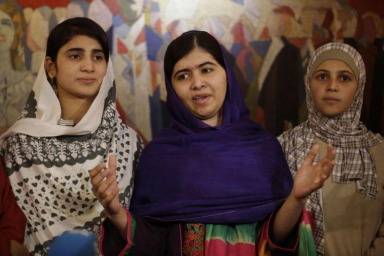 Nobelprijswinnares Malala Yousafzai (midden) in Oslo. Beeld ap