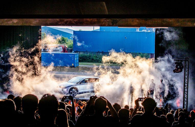 De presentatie van een nieuwe elektrische auto met zonnepanelen, de Lightyear One, in Katwijk. Beeld Raymond Rutting / de Volkskrant