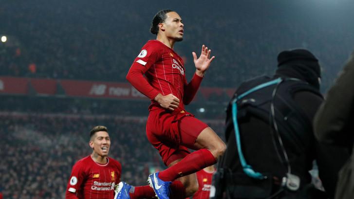 Scorende Van Dijk helpt Liverpool aan zege op United