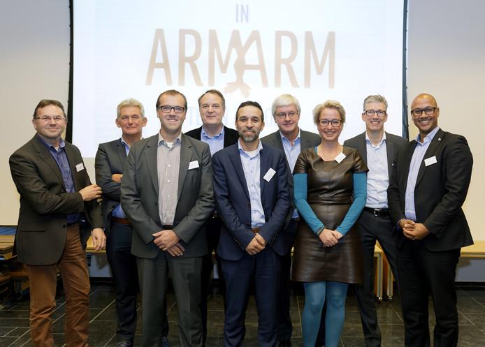 De vertegenwoordigers van de nutsbedrijven en woon- en zorgaanbieders en de gemeente Den Bosch tekenden maandag 28 november het convenant.