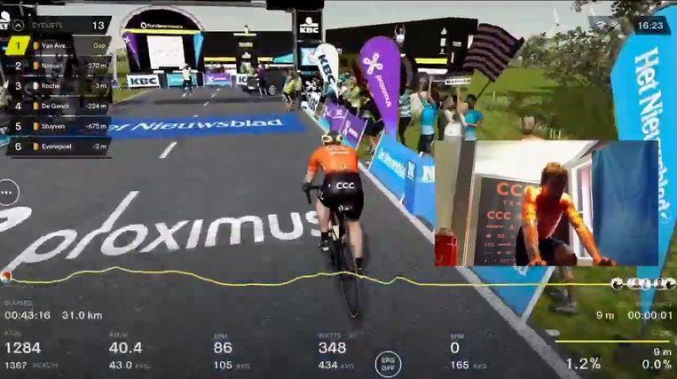 Van Avermaet reed als eerste over de finish. Beeld Flanders Classics.