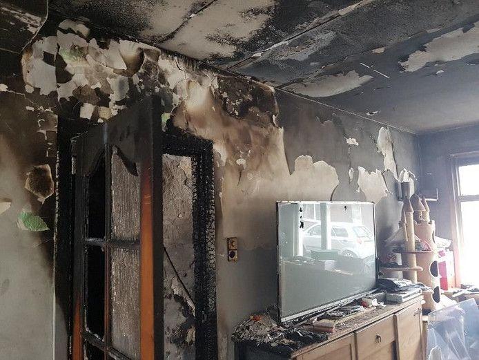 Het afgebrande huis in de Vossiusstraat in Dordrecht.