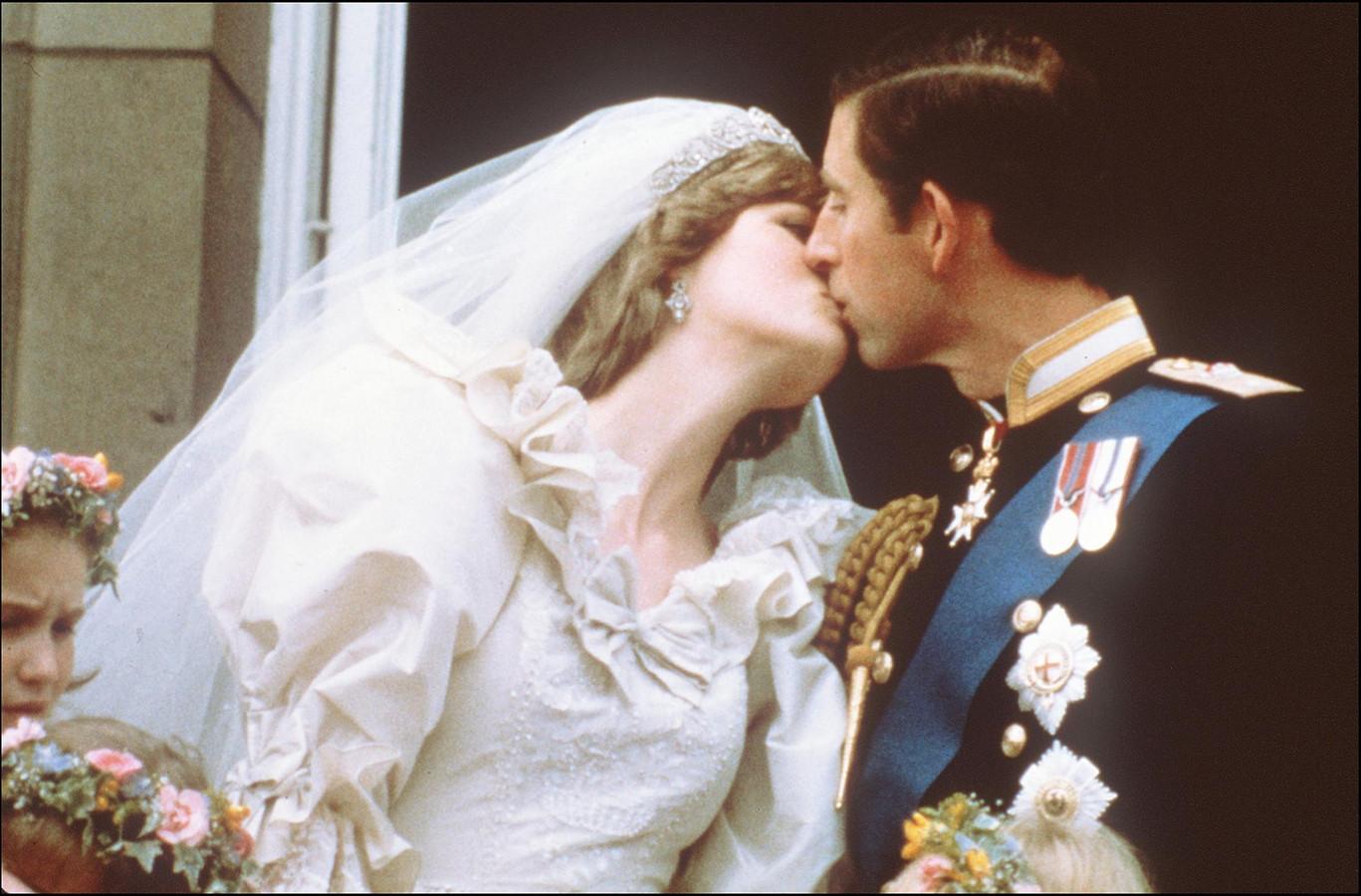 La princesse Diana dans sa robe de mariée.