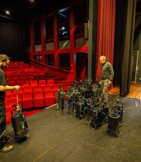 Bij theater de Meenthe in Steenwijk gebruiken ze de vrije tijd voor onderhoudswerkzaamheden