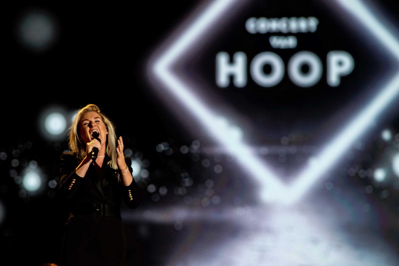 Miss Montreal tijdens het eerste Concert van hoop in Ahoy. Op 10 maart volgt de tweede editie