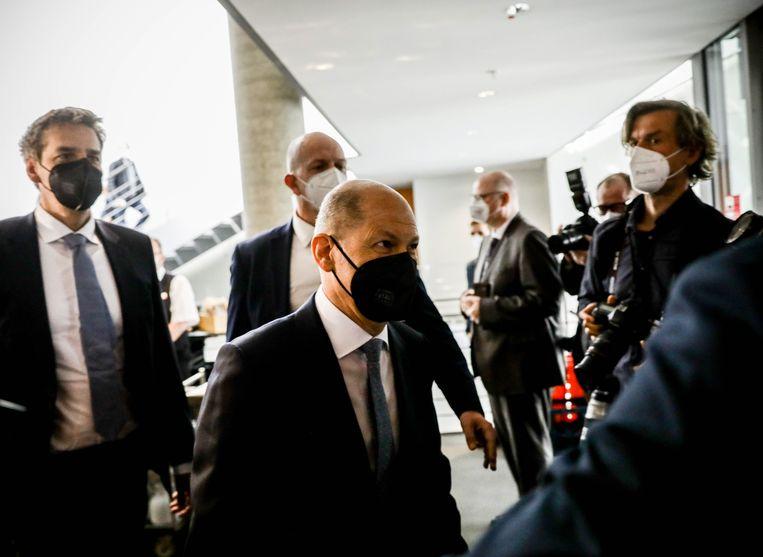 De Duitse minister van Financiën Olaf Scholz kort voor zijn verhoor door de commissie. Beeld EPA