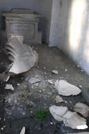De restanten van het Heilig Hartbeeld.