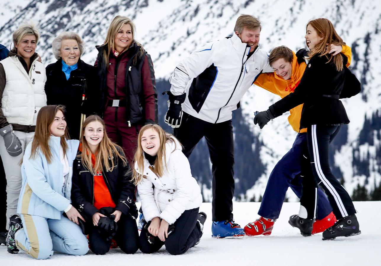 De koninklijke familie tijdens de jaarlijkse fotosessie in Lech.