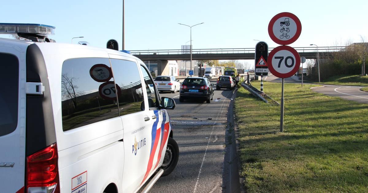 Twee gewonden bij ongeluk in Almelo, één slachtoffer met spoed naar ziekenhuis.