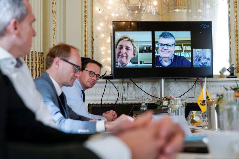 Hilde Crevits moest net als haar collega-minister Bart Somers deelnemen aan persconferenties via videoverbinding.