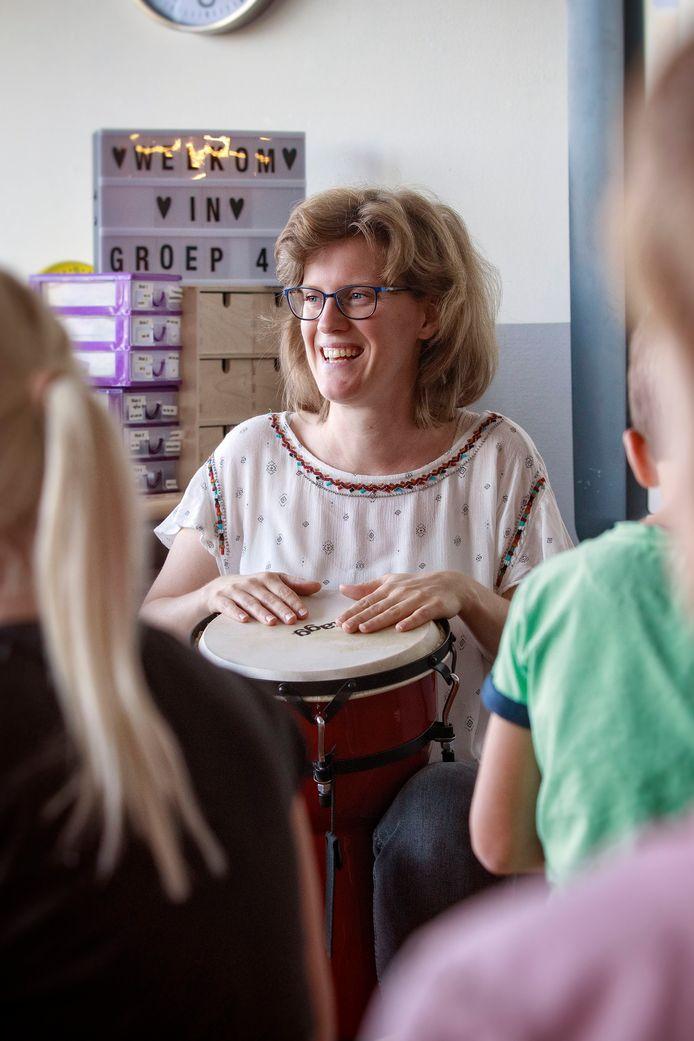 Henrike, de nieuwe docent 'creativiteit' van basisschool Koolhoven.