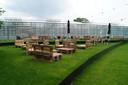 Het buitengedeelte van de bar is verplaatst naar de andere kant van de serre, op een nieuw aangelegd terrein net achter de scoutslokalen aan 't Cringhene.