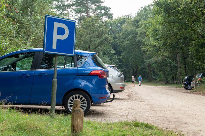 Vanaf volgend jaar moet er op meerdere locaties in de Veluwse bossen parkeergeld worden betaald.