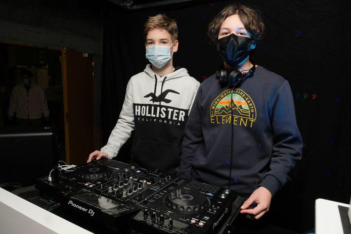 Cedric Immesoete (links) met een dj-collega.