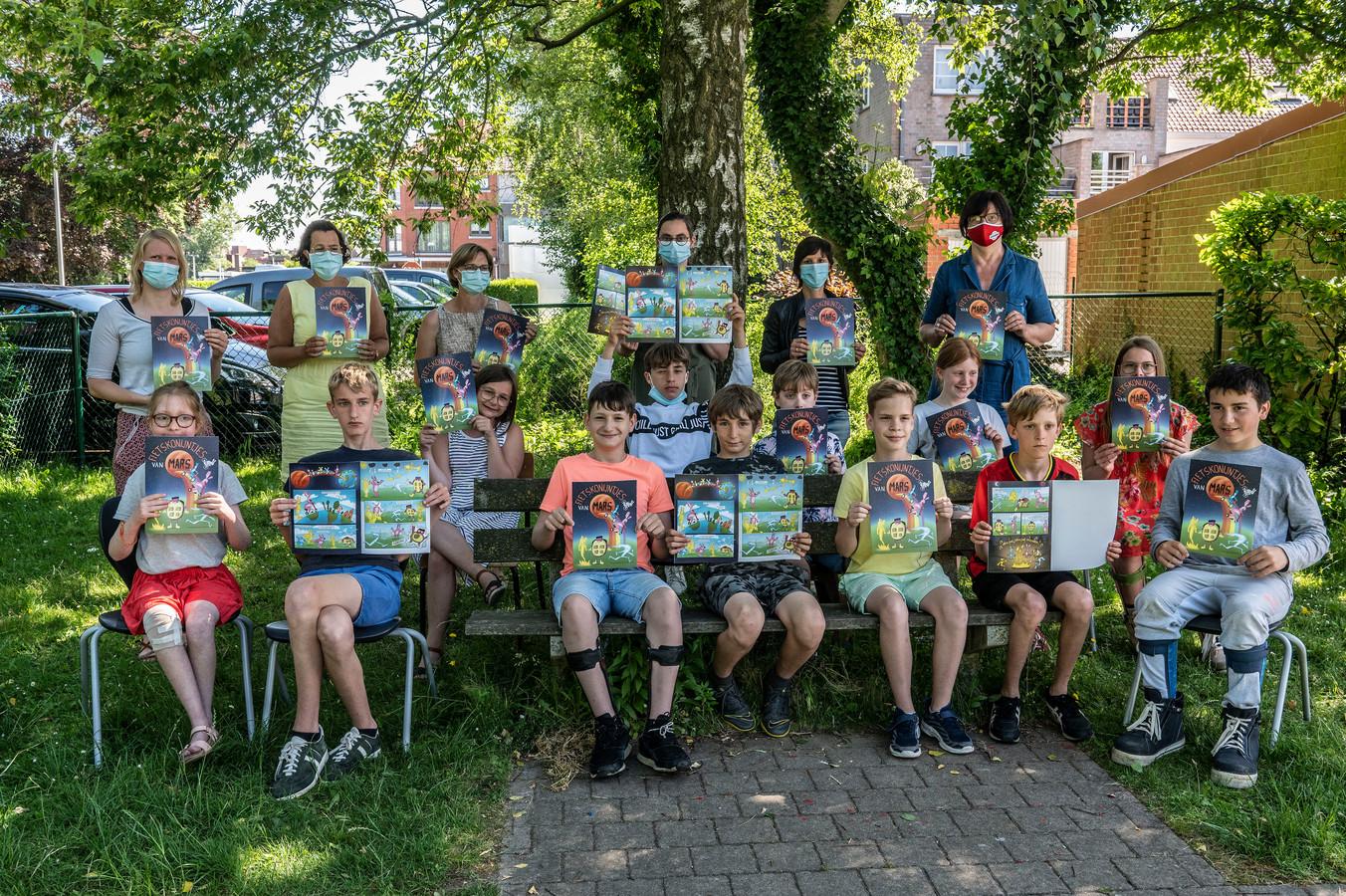 De leerlingen van Dominiek Savio, waarvan de school tijdelijk in de Westlaan gevestigd is, werkten mee aan het project 'Helden en Schurken'