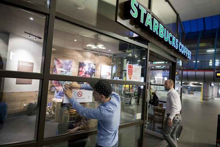 Het stembureau op Sloterdijk is in de Starbucks Beeld Rink Hof