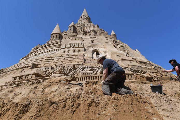 Archiefbeeld 3 juni 2019: zandkasteel in Duitse deelstaat Binz, voormalig recordhouder met een hoogte van17,66 meter