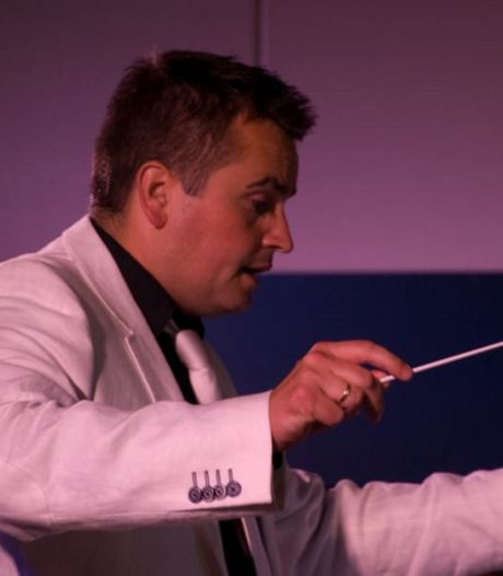 De dubbelrol van Arnold Zwijgers: beroepsmilitair en dirigent van Crescendo