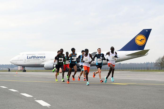 De marathon op het vliegveld van Twente.