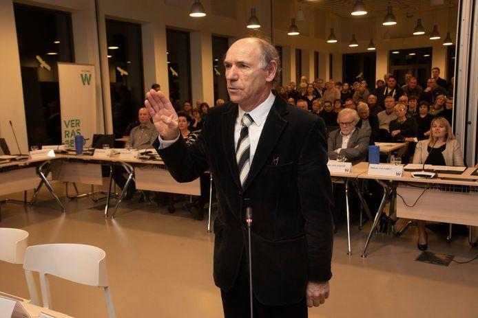 Walter Govaert legt de eed af in januari 2019, maar zetelt nu als onafhankelijke in de gemeenteraad van Wetteren. Vermeende huisjesmelkerij brengt hem nu voor de rechter.
