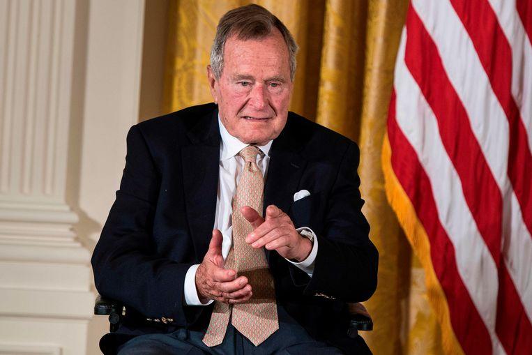 De Amerikaanse oud-president George H. W. Bush in het Witte Huis. Beeld AFP