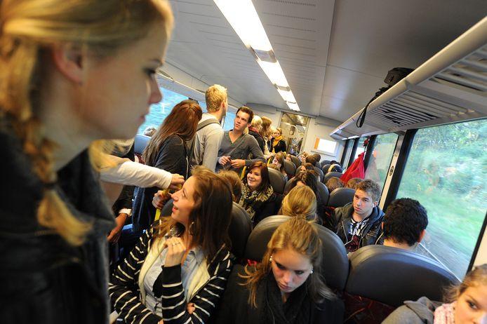 De treinen op de Maaslijn zitten iedere dag propvol.