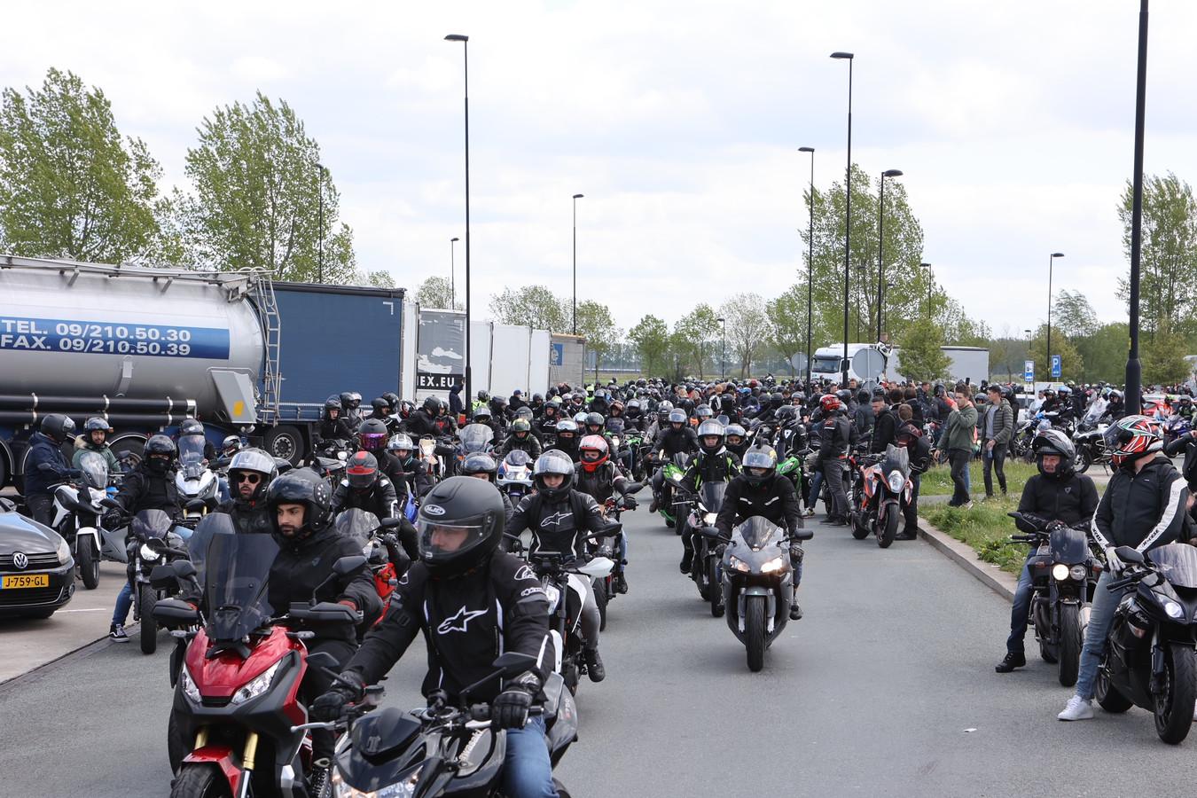 Tweeduizend motorrijders zorgen voor overlast bij Zaltbommel.