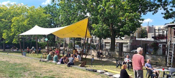Zes horecazaken in Bottendaal hebben een gezamenlijk terras op het Thiemepark in de wijk: Bottendaal Buiten.