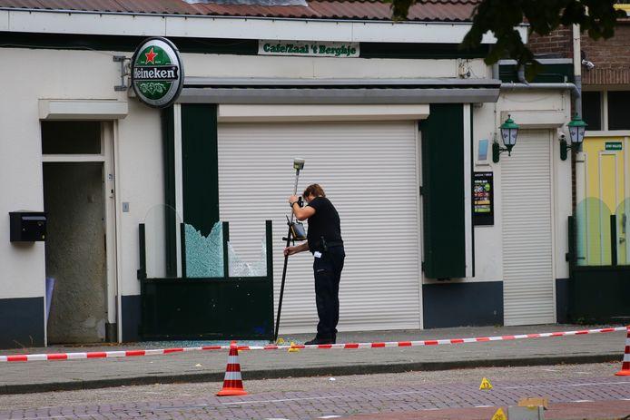 Politie na de explosie 't Berghje Oss