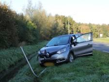 Automobiliste ramt lantaarnpaal in Woudenberg: verblind door laagstaande zon