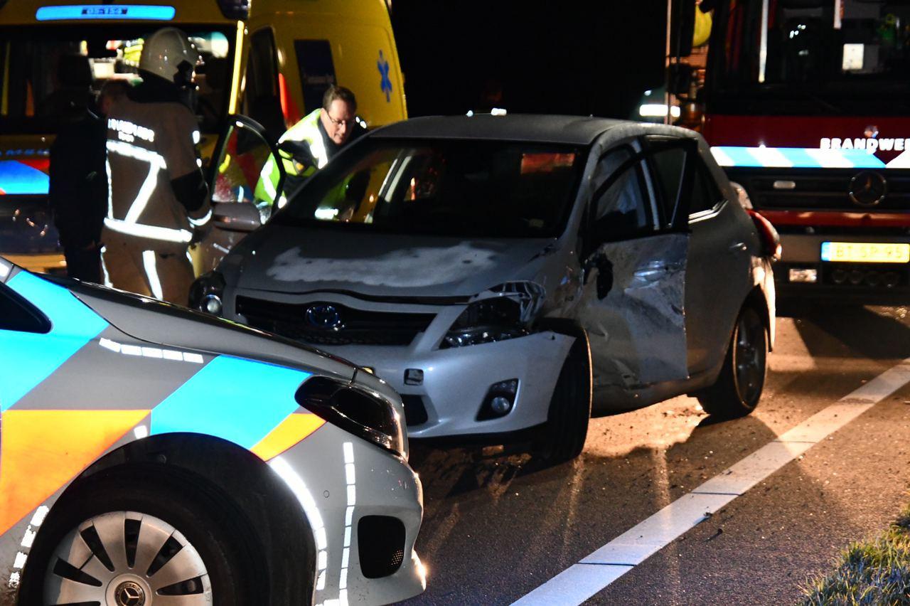 Hulpdiensten aan het werk na een ongeval op de N36 tussen Hardenberg en Westerhaar.