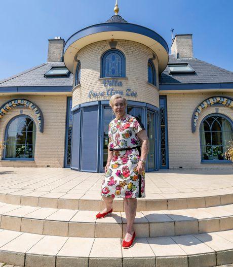 Bea en Gert lieten het huis van hun dromen bouwen, maar nu is hun 'Griekse paleis' te groot geworden
