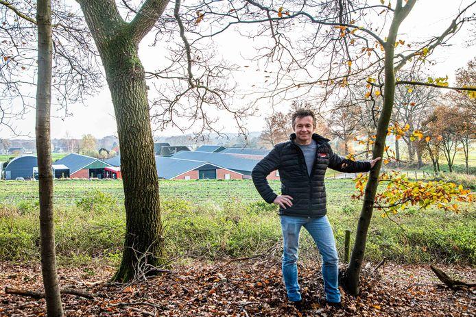 Erik Wevers uit Markelo bij zijn pluimveebedrijf nabij Natura2000-gebied De Borkeld. Hij is piekbelaster.