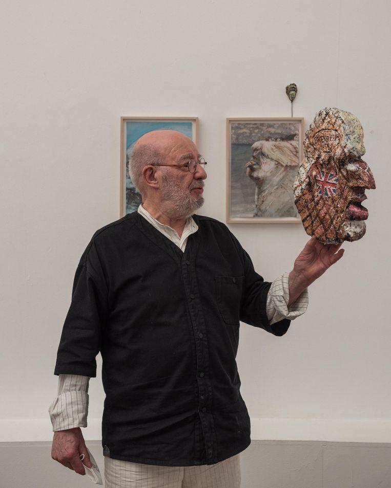 Gerard Alsteens op zijn expo. Beeld Wouter Maeckelberghe